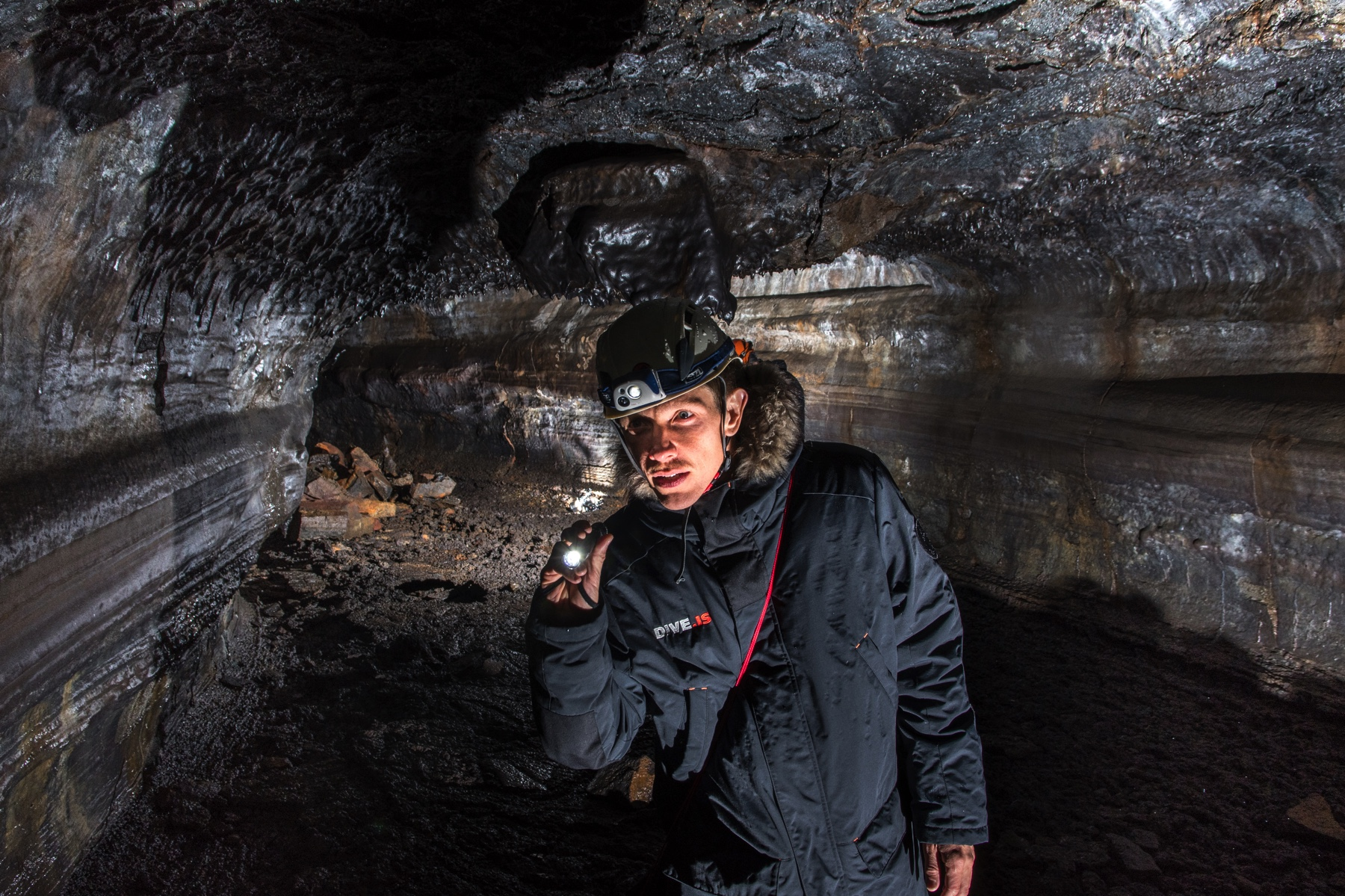 caver-lava-tube-iceland-anders-nyberg