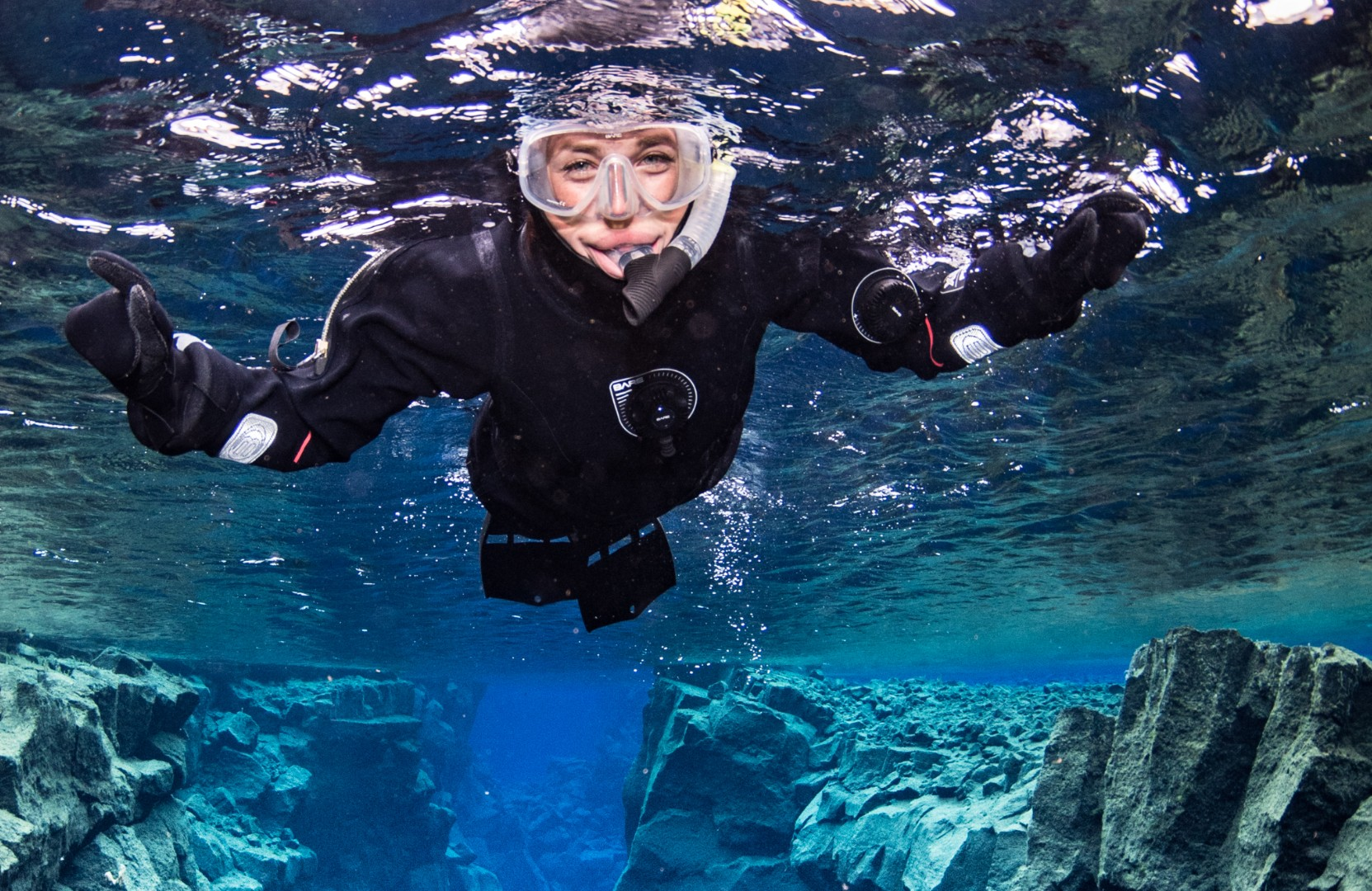 snorkeling-silfra-day-tour-dive.is-anders-nyberg.jpg