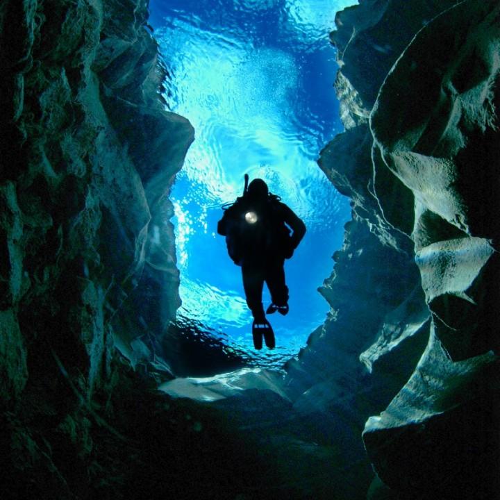 silfra-crack-diver-diveis-logo-by-charles-hood-oceans-image.com-720x720.jpg