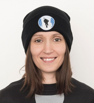 Black beanie style head with round DIVE.IS logo black diver on blue framed stylistic Silfra sidewalls on white ground